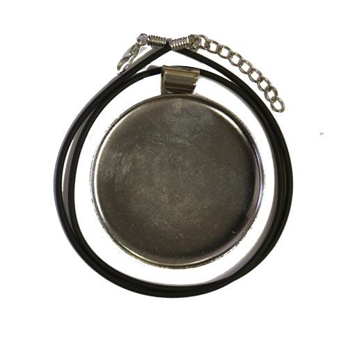 Silver coloured round pendant