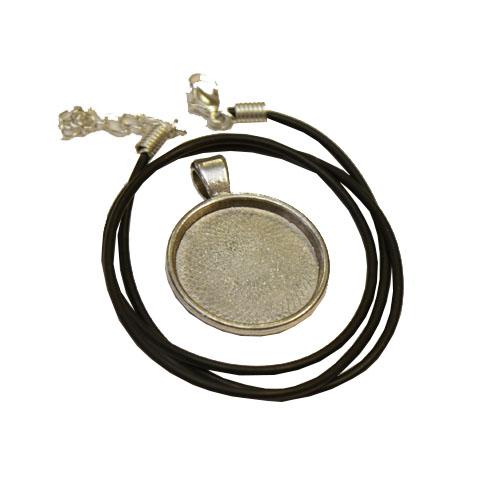 2.5cm silver tone round pendant
