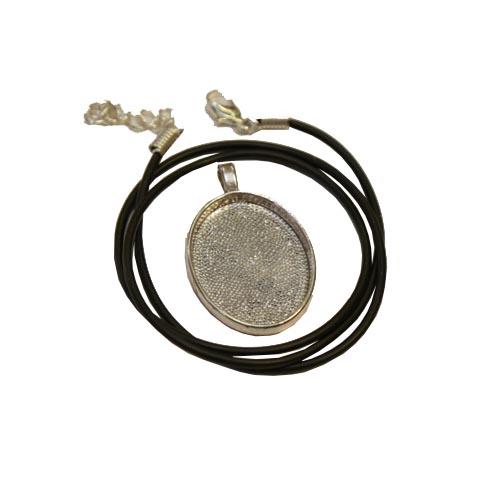 3cm x 4cm silver tone oval pendant
